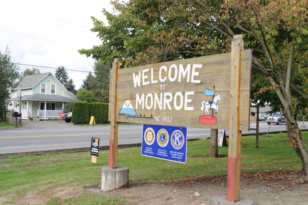 Monroe,_WA_welcome_sign.jpg