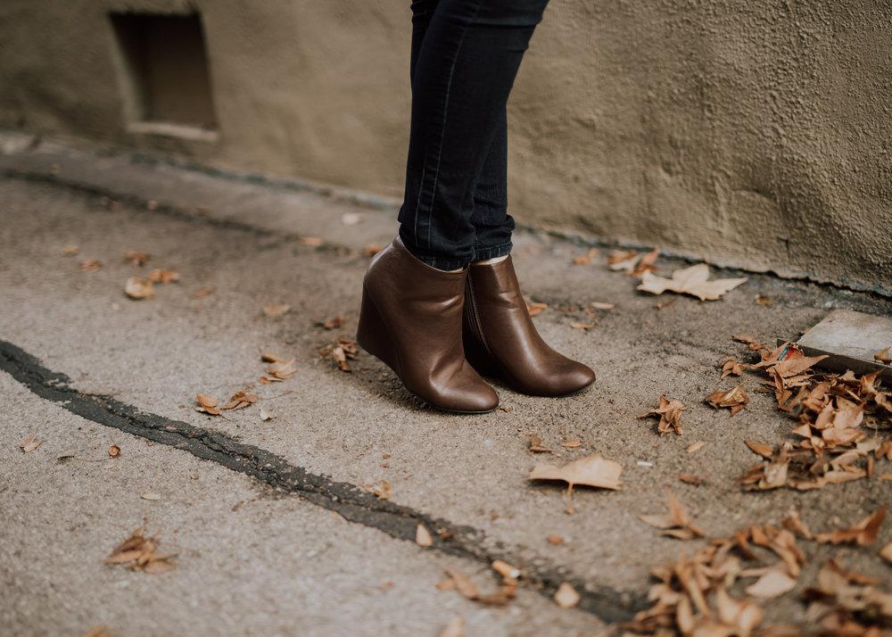 brownleatherwedgesshoes