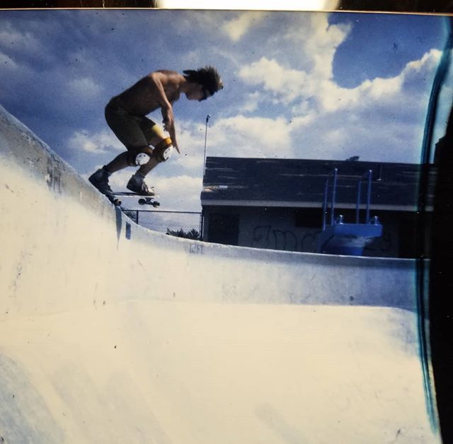 Phelper rolls in over the death box and gets the last shot taken on roll of 35mm film. Taken in 1983, printed  and hand delivered during the 2004 Carbondale run.. probably  lost and buried in mud so here it is for digital eternity. #ruler #cambridgepool #thrashermag #phelper  Photo @shredelectric