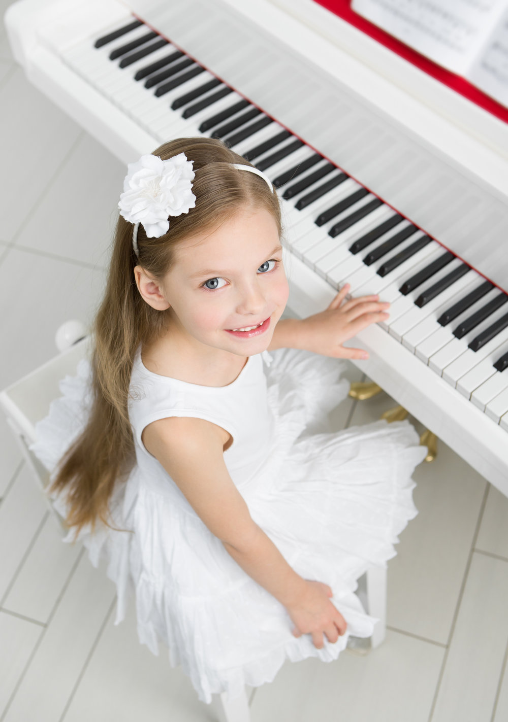 photodune-8094183-top-view-of-little-musician-in-white-dress-playing-piano-l.jpg