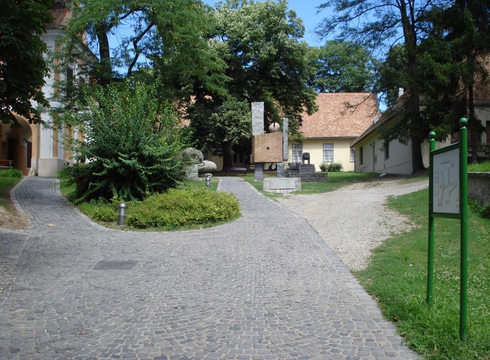 Múzeum Galéria, Pécs, Káptalan u. 4_3.jpg