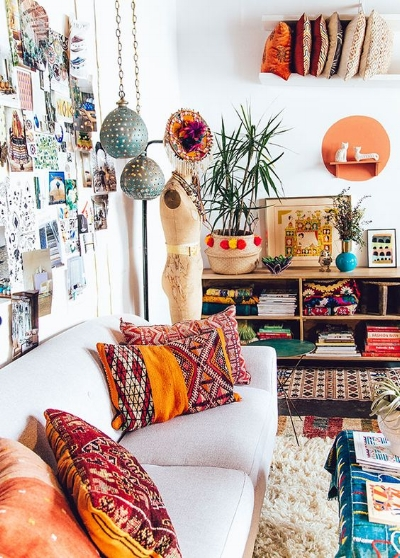 Excellent example of an eclectic living room, courtesy of Pinterest.