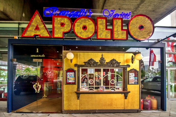 Дюссельдорф. театр-варьете «Аполло» знаменитой цирковой группы «Ронкалли»