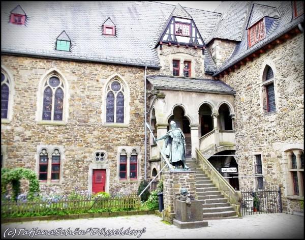 Шлосс Бург, вход в замок