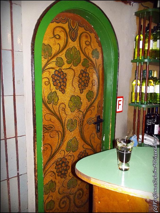 Дверь в рюмочной Киллепич, в Старом городе, Дюссельдорф