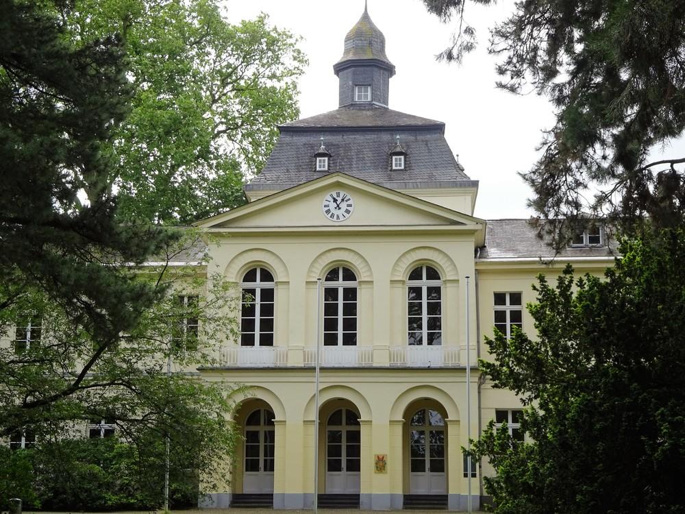 Главное здание, сейчас сдаётся в аренду для проведения праздников.