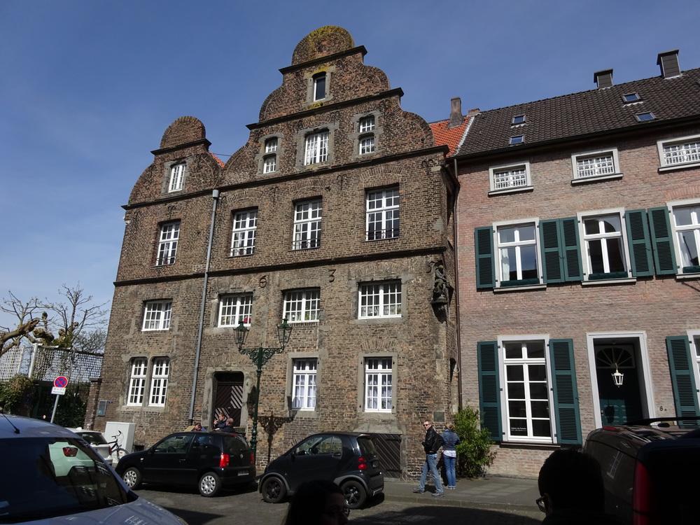 На экскурсии в Кайзерсверте (с руинами замка Барбароссы) было жарко.