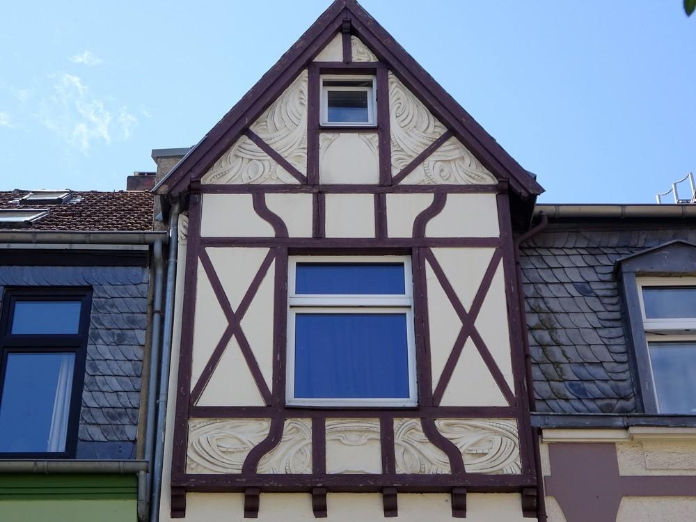 Если присмотреться, удивительные архитектурные сочетания! Я обязательно обращаю внимание экскурсантов на такие прелести.
