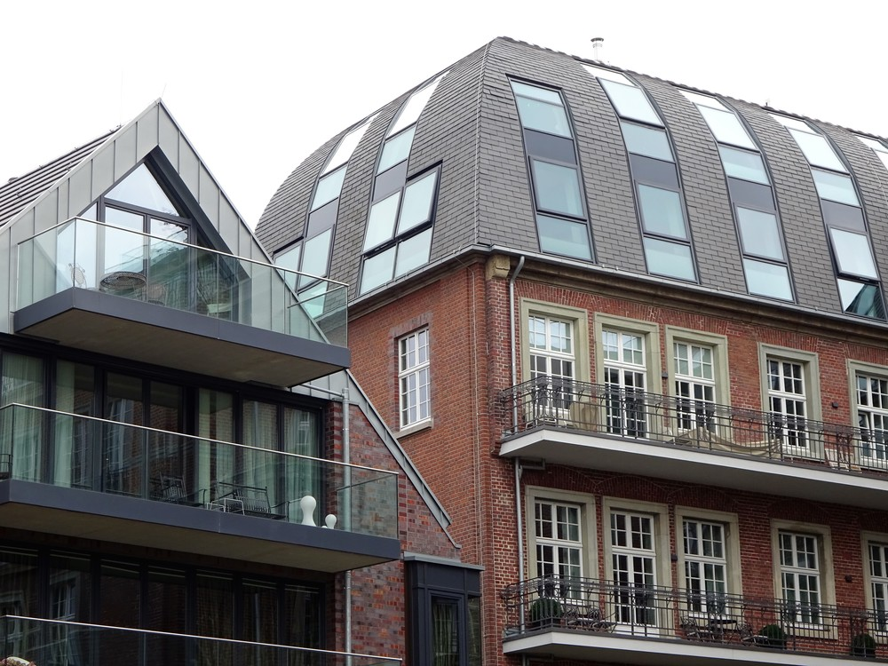 Крыши современные и тоже по-своемуинтересные.