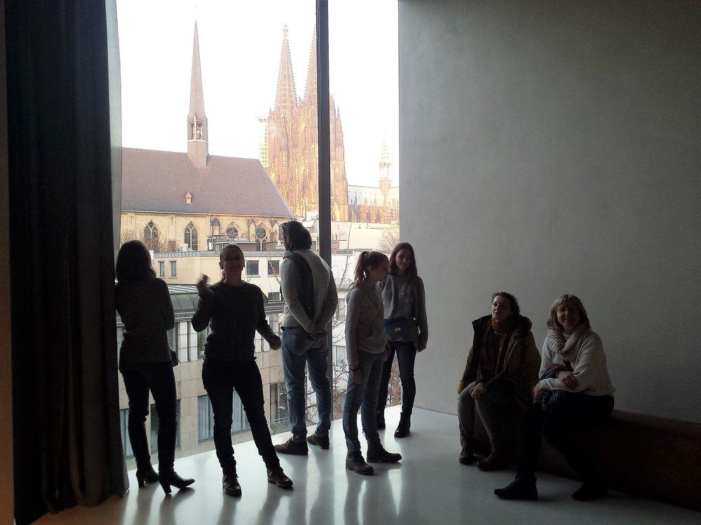 В музее Колумба нельзя проводить экскурсии.