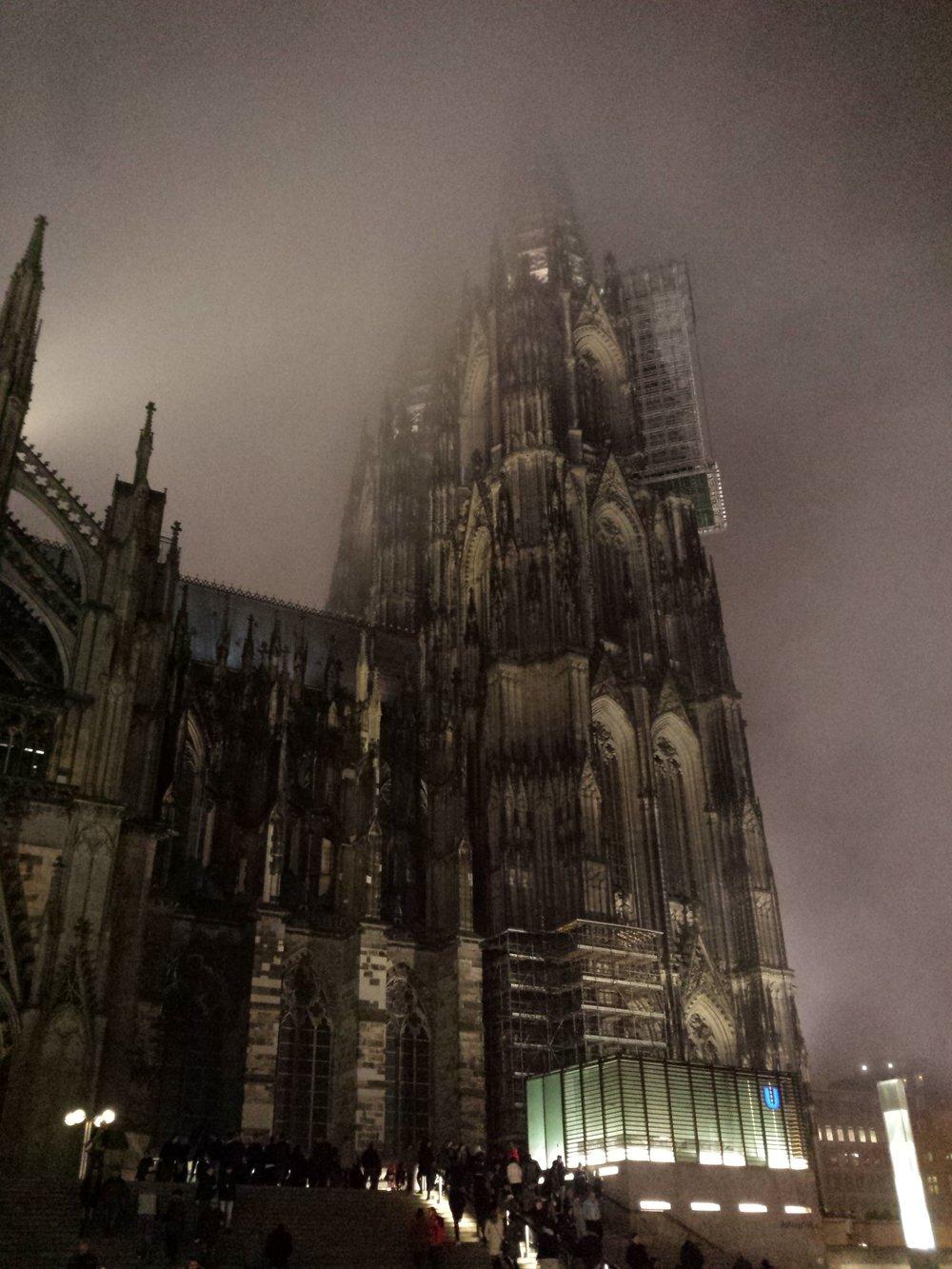 А вечером Кёльн прикрыл туман...