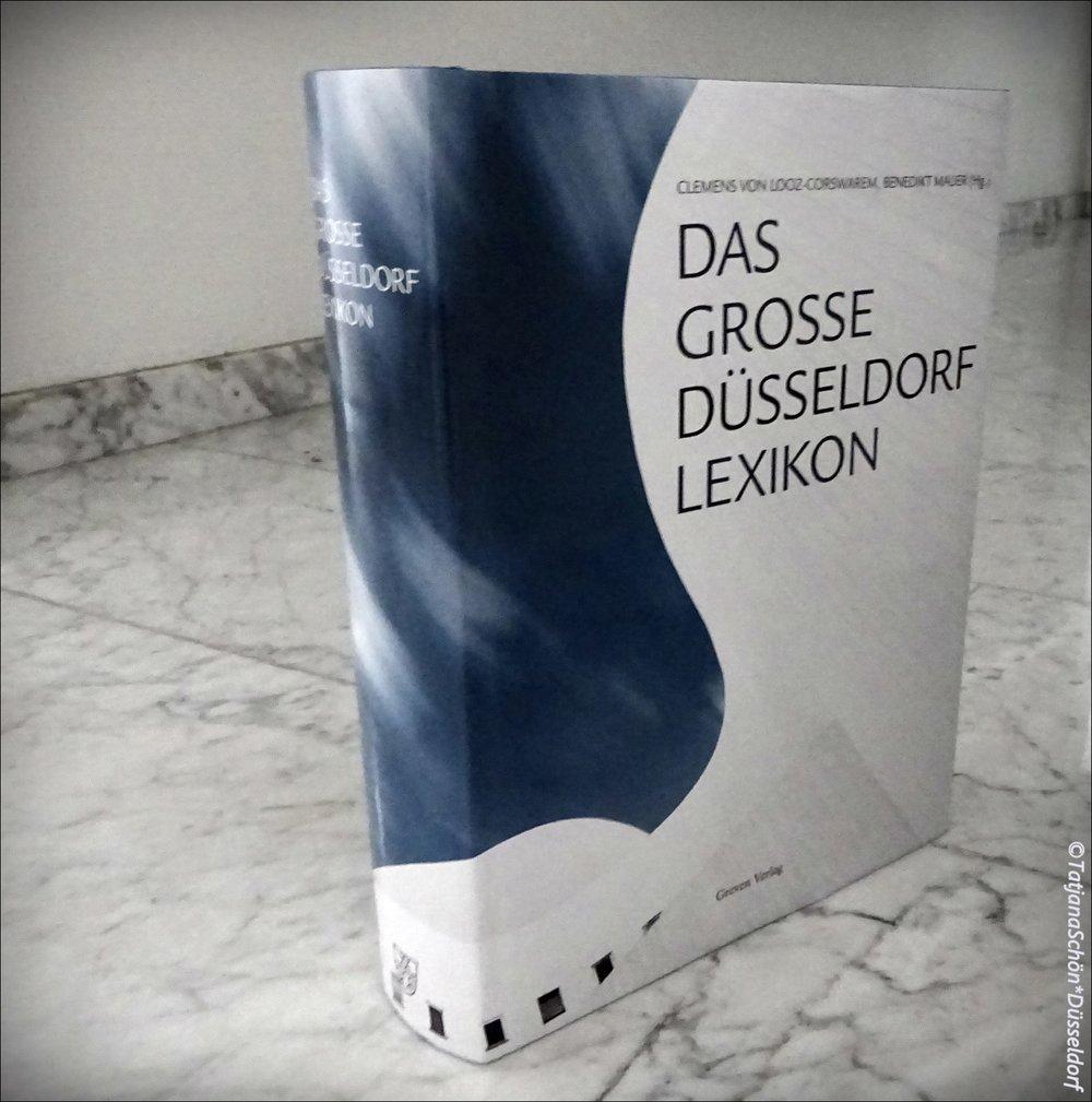 На обложку взята фотография драмтеатра Дюссельдорфа.