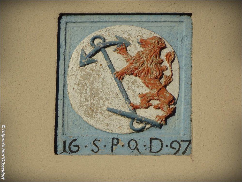 Забавная надпись в подражание Риму под гербом Дюссельдорфа. 1697 год.
