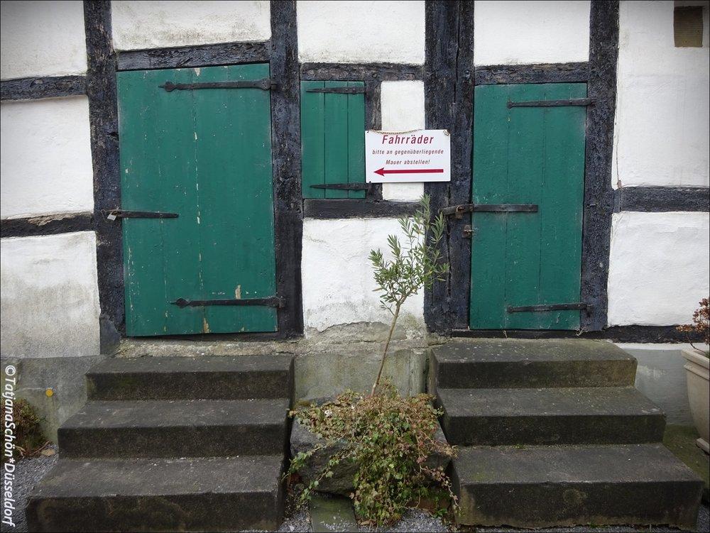 Бергские двери. Маленькие, но правильные - зелёные!