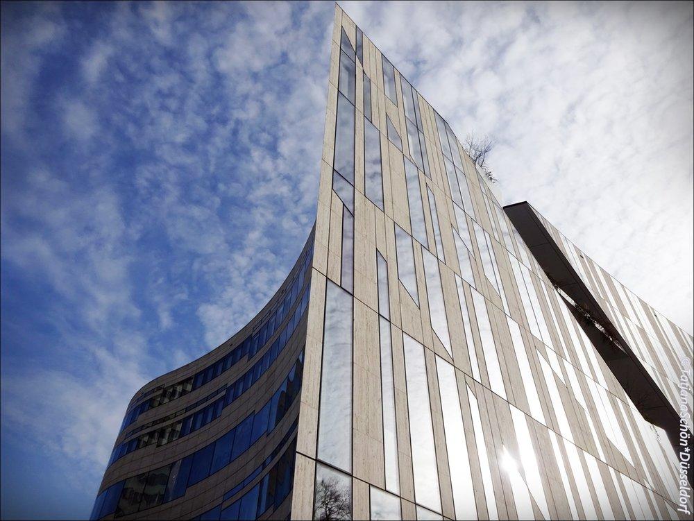Современная архитектура:здание  Kё-Боген в Дюссельдорфе