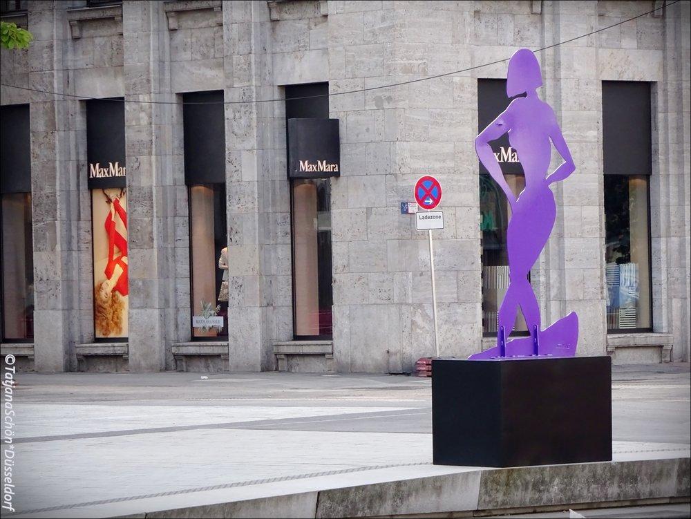 """""""Фиолетовая тень"""" - автор Штефан Щесны/Stefan Szczesny, р. 09.04.1951/ художник двух- и трёхмерного пространства."""