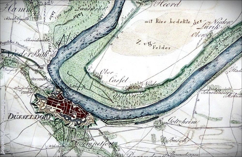 Вот этот старый план города я нашла в подворотне Дюссельдорфа