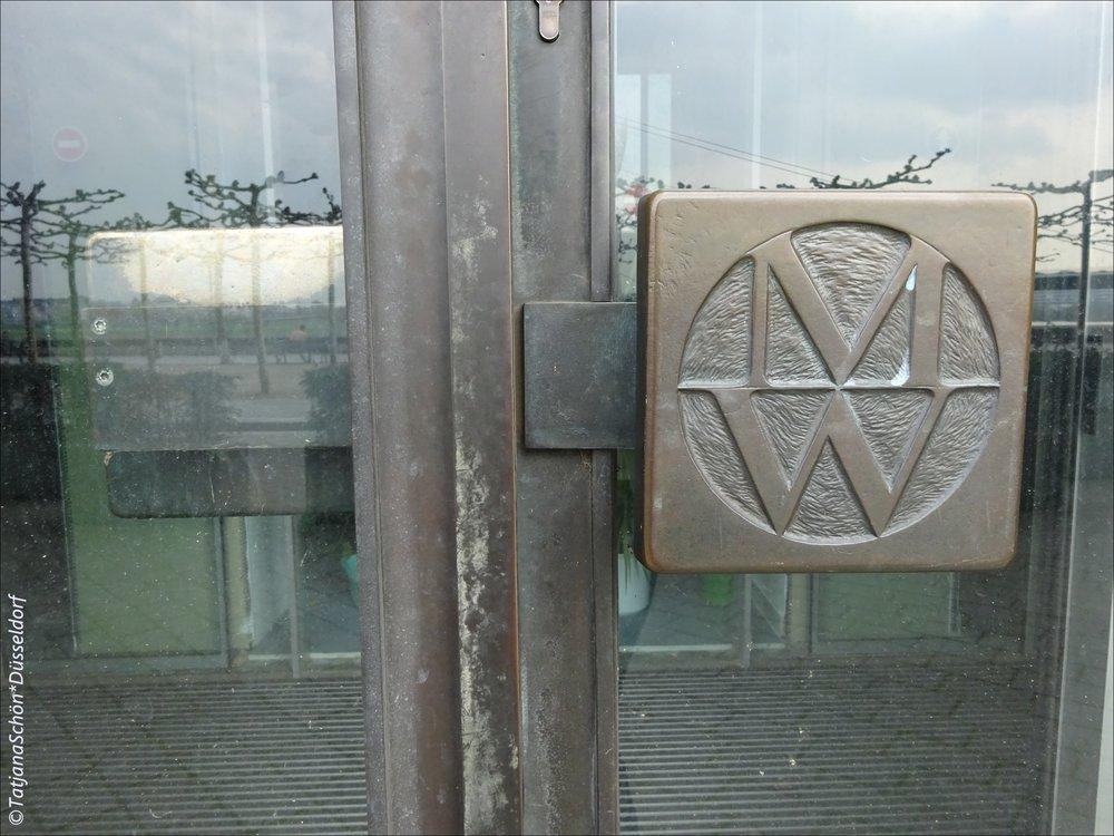У этой двери есть недавняя тайна - тот случай, когда явное может оставаться тайным (расскажу на следующей клубной экскурс-прогулке.