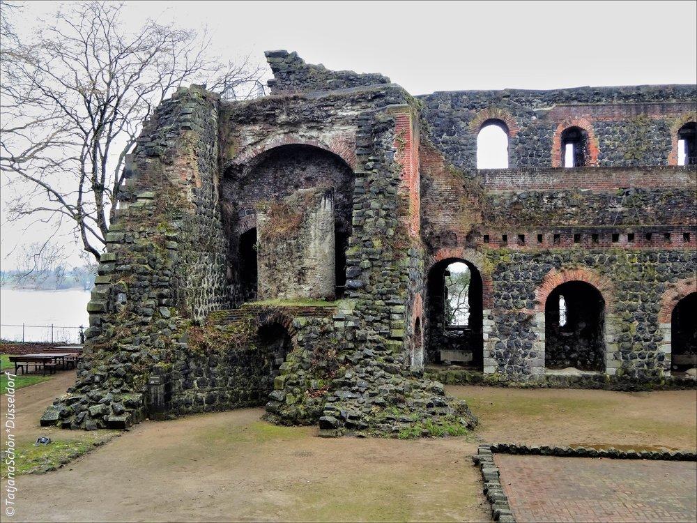 Крепость барбароссы, в Руинах - в Кайзерсверте