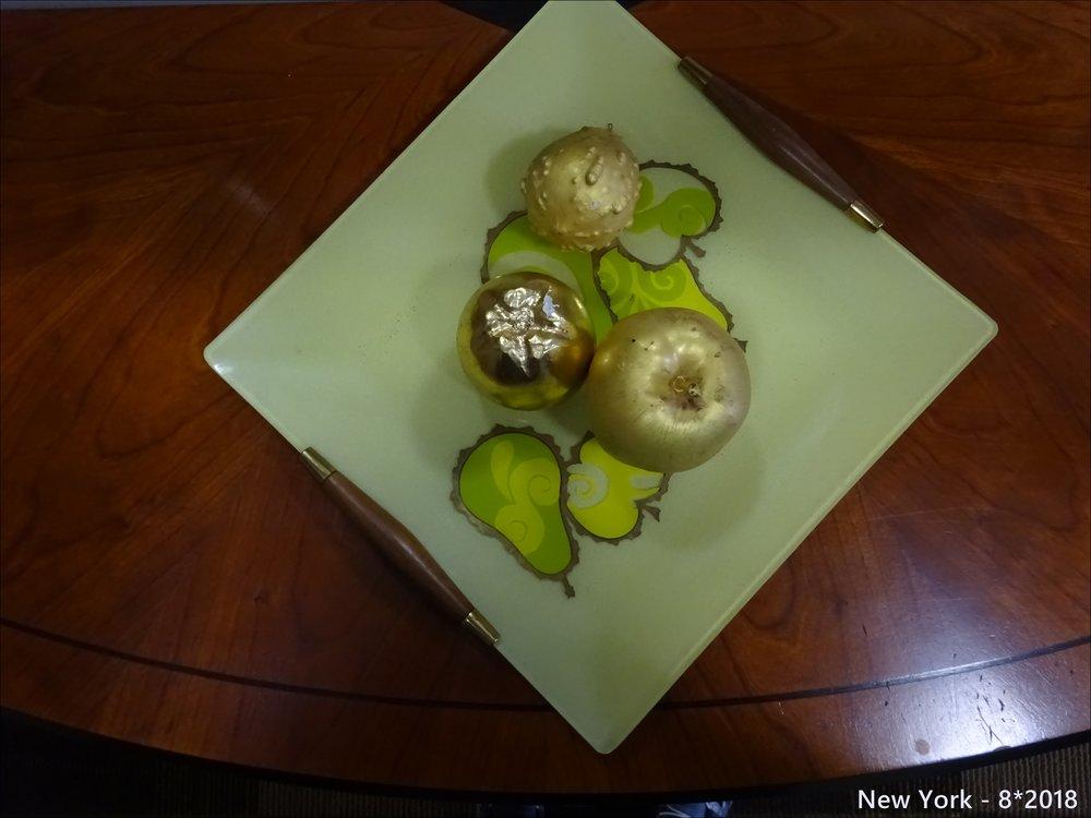 """Яблочное в """"Большом яблоке"""", у лифта"""