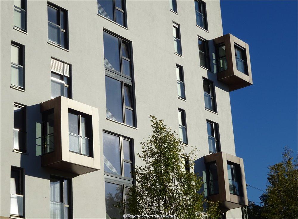 В Нью-Йорке с Хай-Лайн я засматривалась на здания с неправильными оконными проёмами, у нас такие тоже есть!