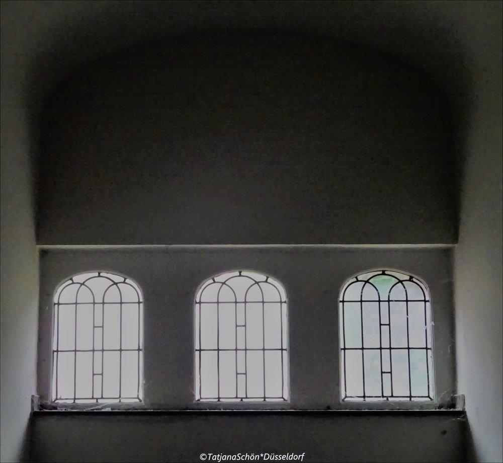 """Взгляд на потолок ещё не означает брать информацию """"с потолка"""" :-)"""