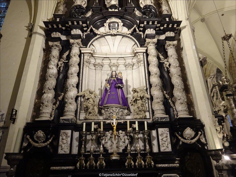 Также музейна   церковь св. Якова с часовней и фамильным склепом Рубенсов
