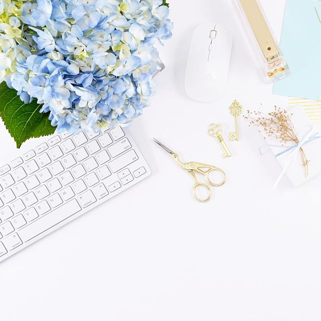 Holidays are officially over, it's time to go back to work! Any news resolutions for this fresh start? __________ #holiday #work #backtowork #thatsdarling #backtoschool #bosslady #girlboss #abm #abmhappylife #girly #darling #workstyle #pursuepretty #petitejoys #womanstyle #womenempowerment #nothingisordinary #theeverygirl #theeverydaygirl #ladystyle #glitterguide #goaldigger #blogger