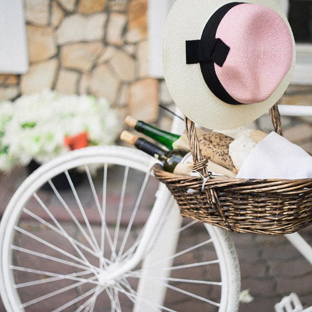 Les bonheurs simples #petitejoys __________ #darlingweekend #weekendvibes #abm #abmlifeissweet #thatsdarling #bike #pink #picnic #girly #lifestyle #pursuepretty #lifeisbeautiful #nothingisordinary #lady #ladyboss #womanstyle #goaldigger #girlboss #petitsplaisirs #plaisirsimple