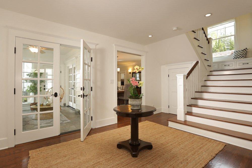 foyer (3).jpg
