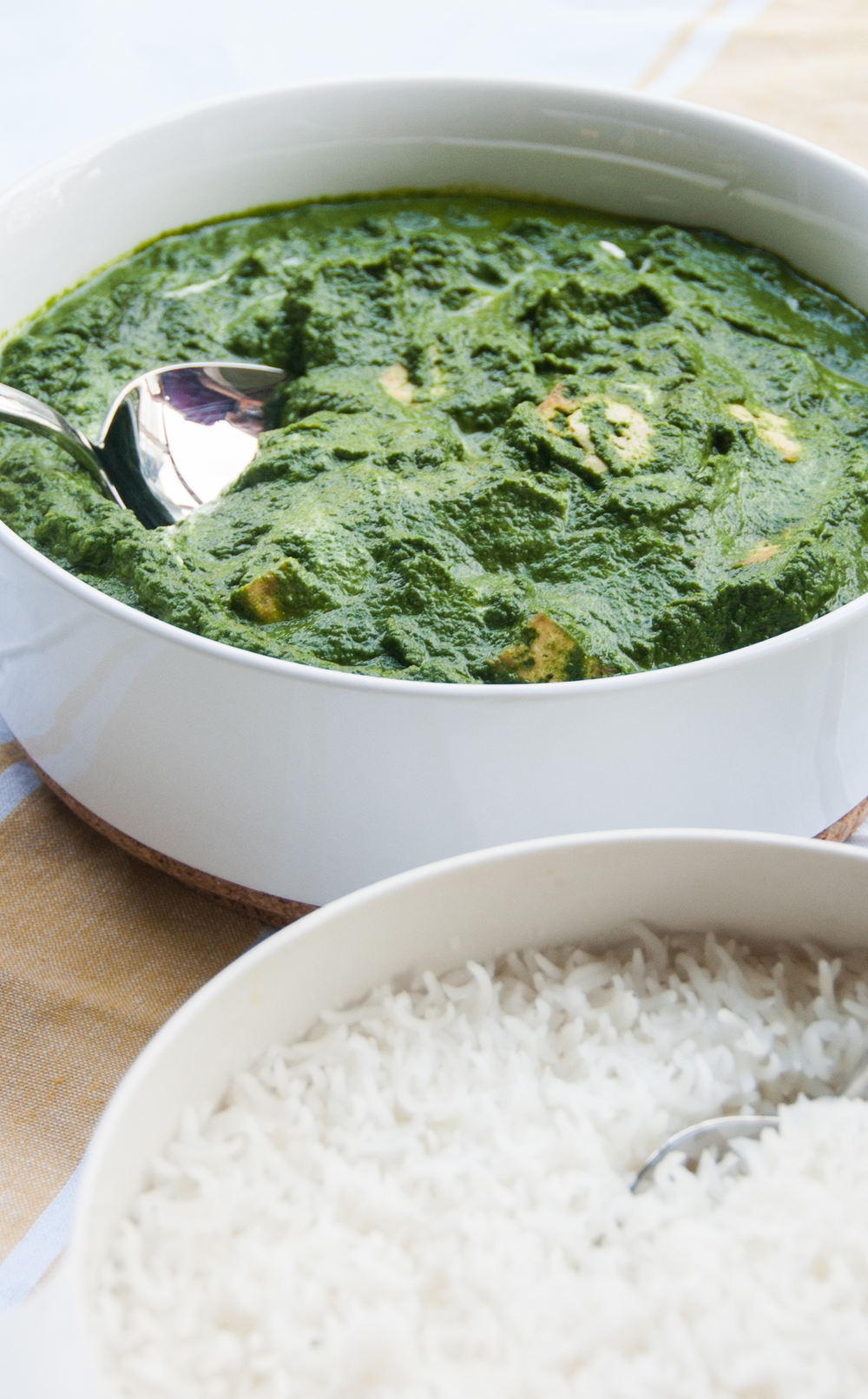 Palak tofu, a healthy recipe with tofu dipped in a deliciously green spinach based gravy.