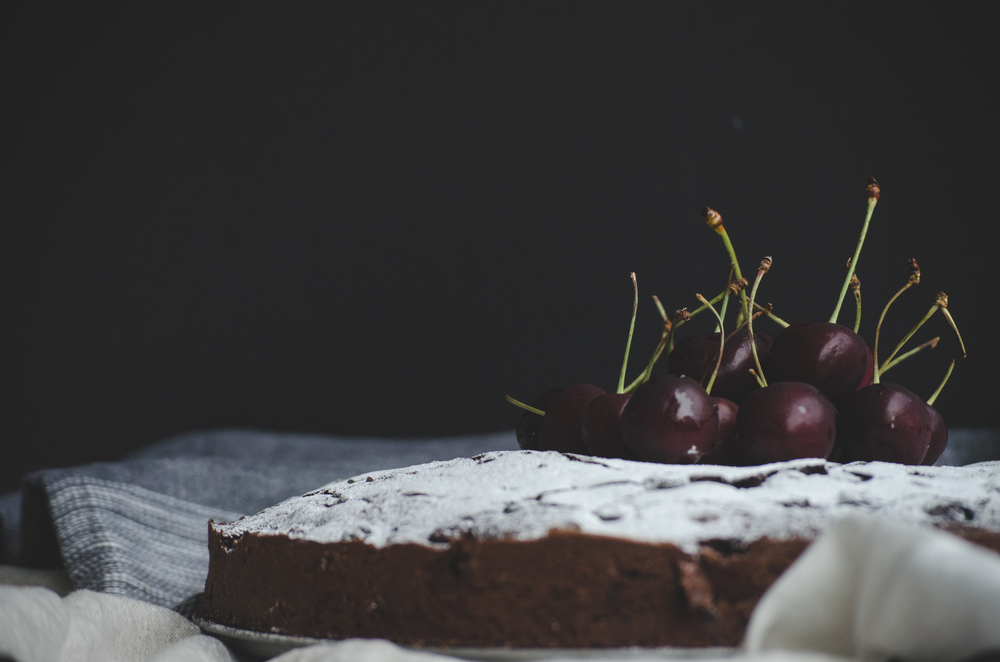 Since I wasn't going for a specific frosting on my cake, we simply dusted some icing sugar to enjoy it. I added some seasonal cherries to accompany the cake!