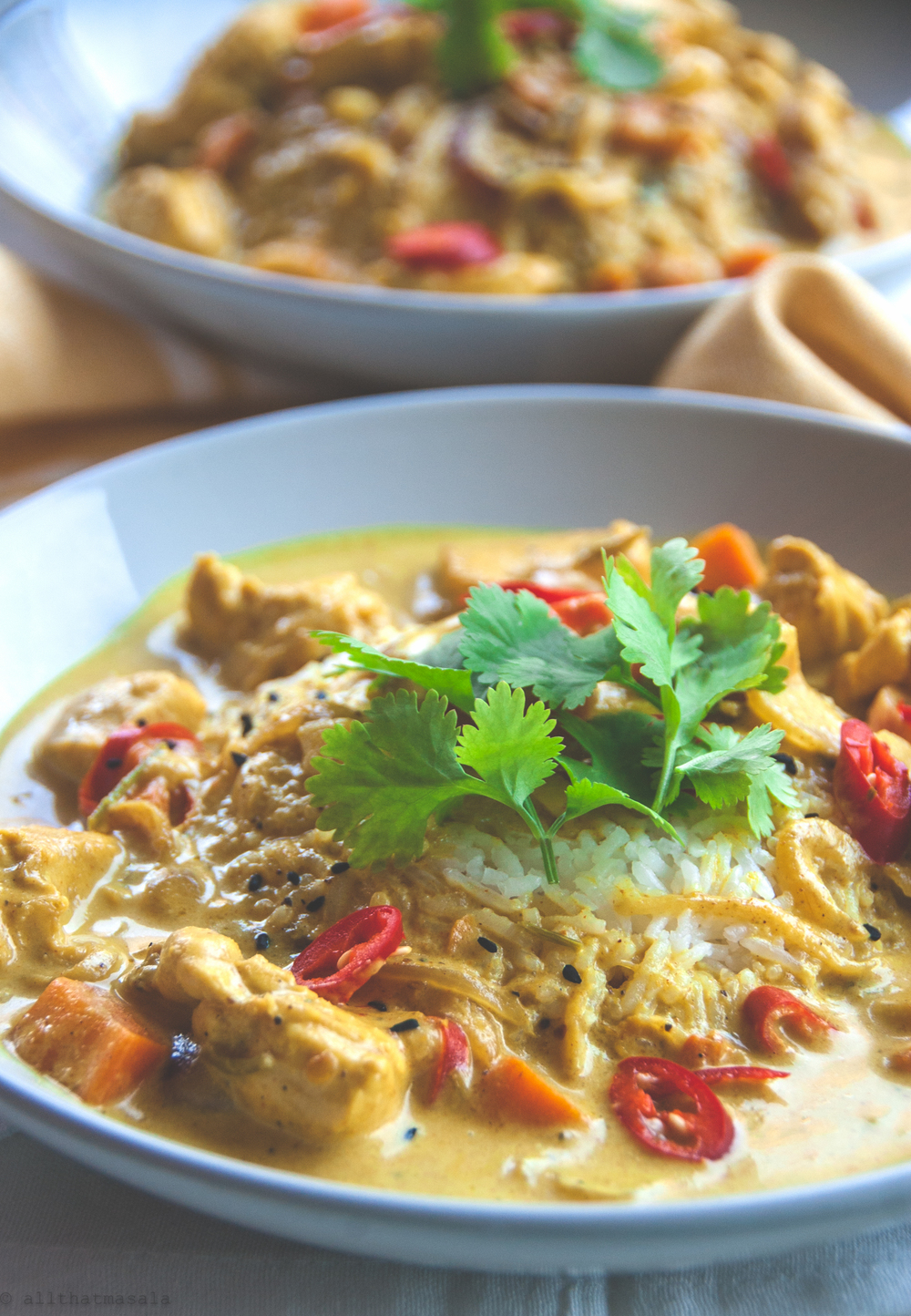 I believe that a good spicy Thai yellow curry possesses the fix to all troubles. I am in love with the Surendra's curry at Wagamama, a Japanese fast food restaurant with amazing South Asian recipes, from Ramens to Curries. This recipe got me a few inches closer to the Surendra's curry and took me only 20 minutes to stir together.