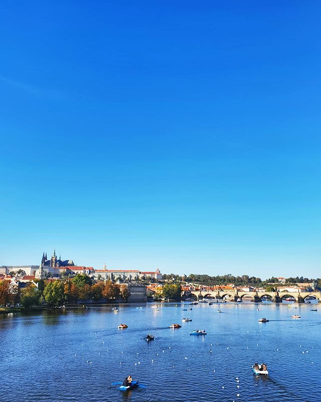 Sunny holidays are the best ones! Prague had many amazing views to offer us over our little weekend getaway, but we enjoyed this one the most 🙂 . . . . . . . . . . . . . #nationaldestinations #ig_europe #wu_europe#destinations #destinationearth #awesomepix#earthawesome #fantastic_earth#thebeautifultravels #earthlandscape#awesome_photographers #awesomeglobe#worldcaptures #beautifuldestinations#passionpassport #worldplaces #architecture  #relax #vacation #prague #europe