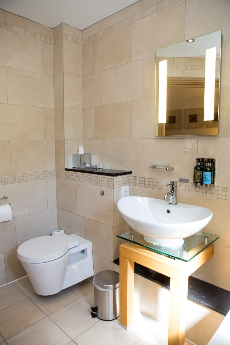 Twin & family ensuite