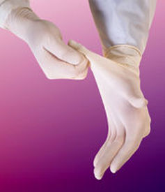 Disposable cleanroom gloves