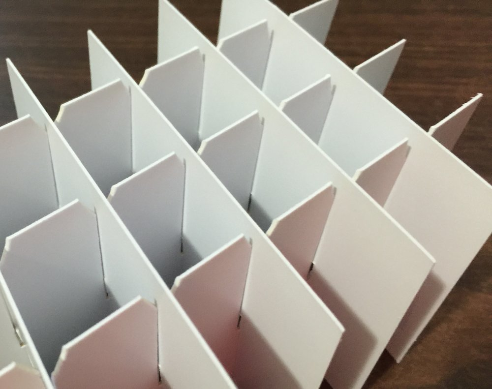 White SBS fiberboard chipboard cell divider partitions