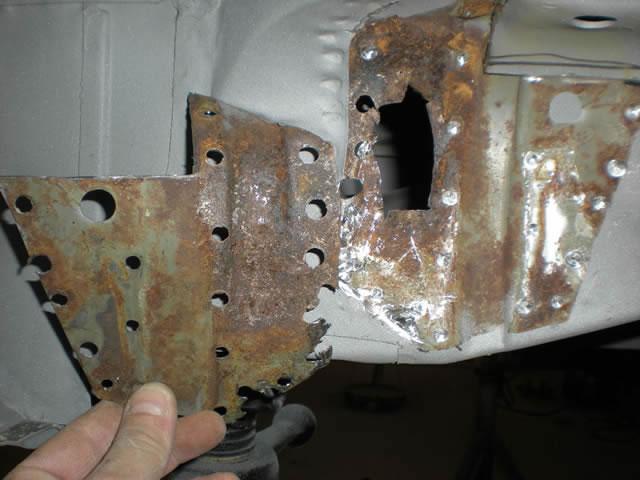 95 LR Crossmember Rust_jpg.jpg