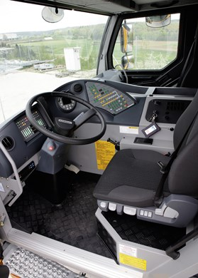 liebherr-ltm-1060-3-1-driving-cabin-left-ehingen.jpg