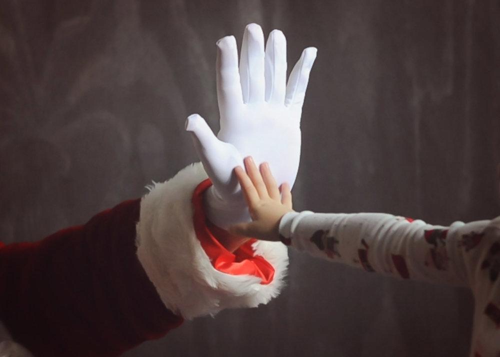 G hi 5 w Santa WEB.jpg