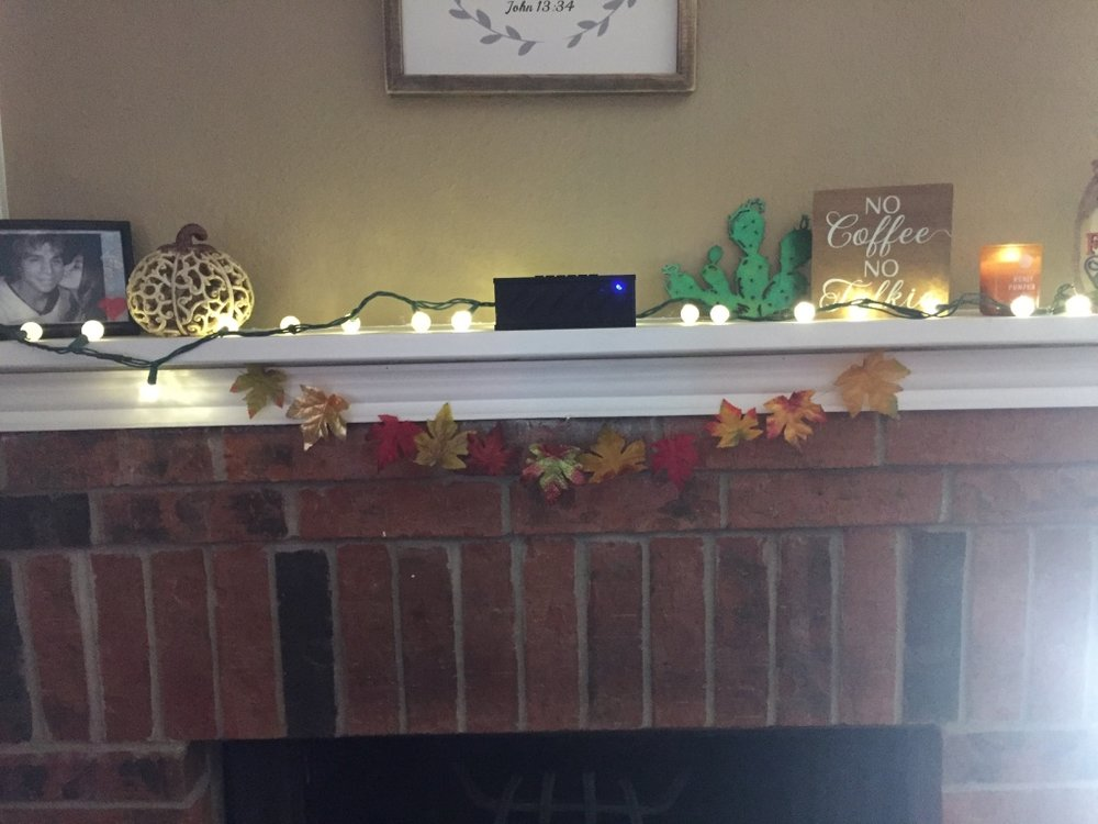 I didn't leave this garland here, because I have some other plans for this space. But I'm short so it made for a better photo here (: