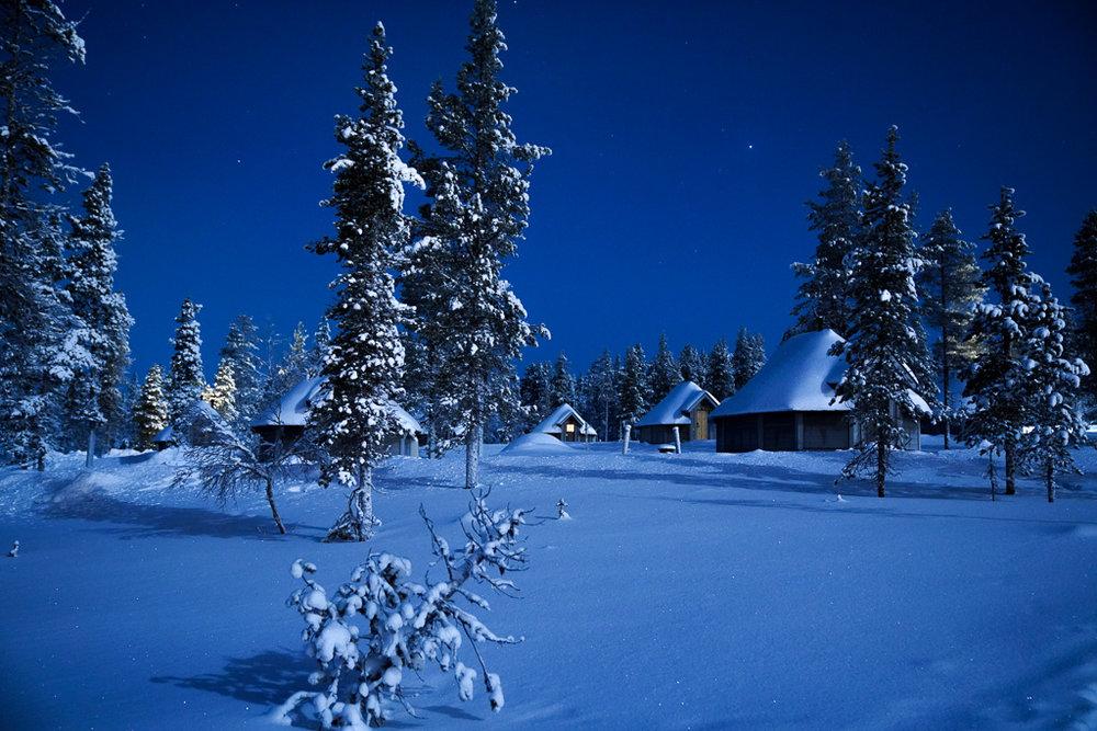 Northern Lights Village aurora cabins night.jpg
