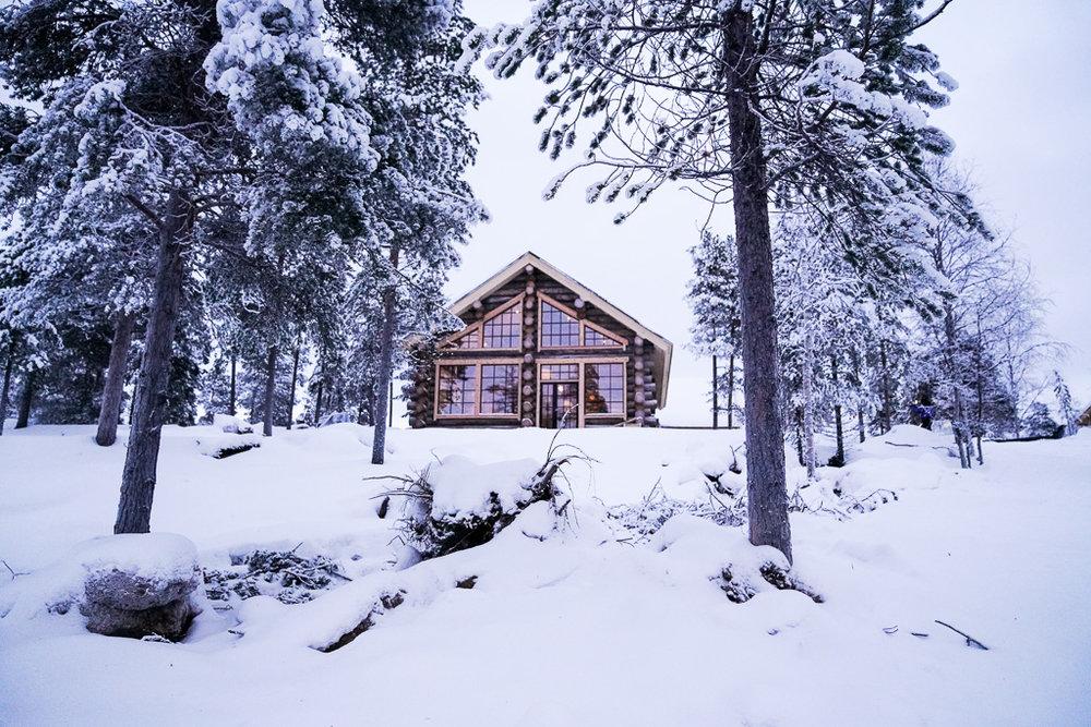 Wilderness lodge Nangu hotel lake inari.jpg