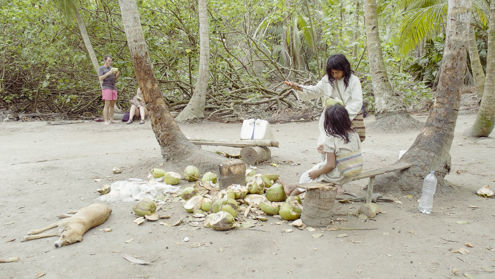 Copy of Tayrona kids cutting coconuts