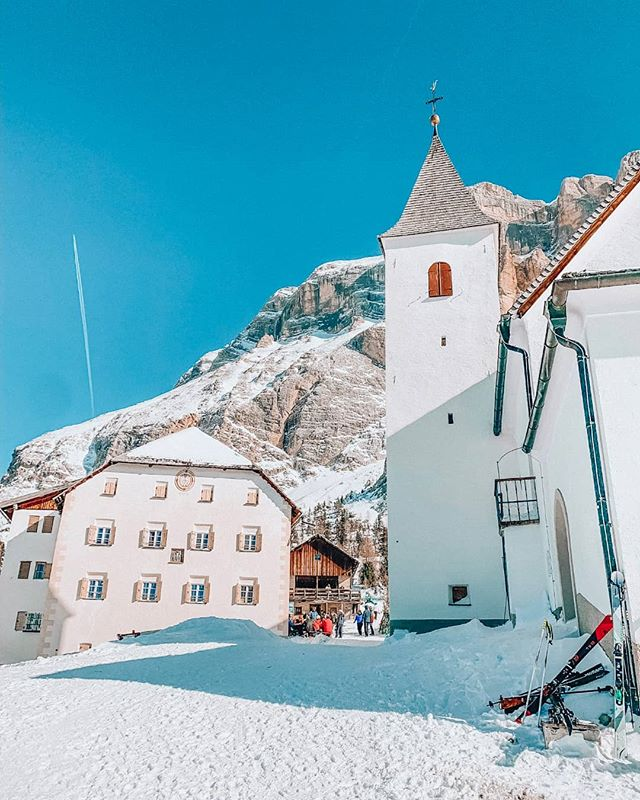 One of my favorite routes in the Dolomites is the ski tour to Santa Croce. You can have a beautiful day tour far from the maddening crowds yet in the heart of a UNESCO World Natural Heritage Site. But the best part of this tour is the amazing food in the small restaurant behind the church 🍳 #visitsouthtyrol #dolomites #dolomitesunesco #südtirol