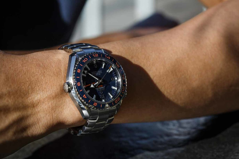 Off the wrist, the watch is a tank, but on the wrist, it wears wonderfully.