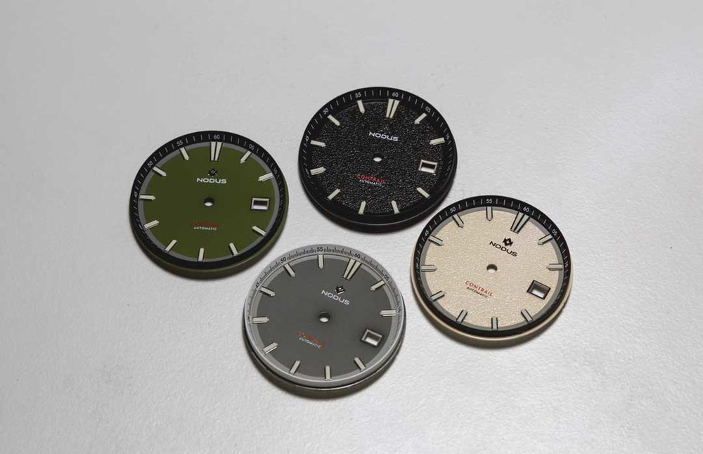 We inspect dials for marks, scratches on polished surfaces, lume inconsistencies, and index alignment.