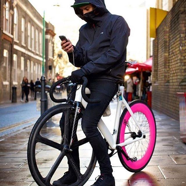 【Fixed Gear for the City】 Road bike is cool, of course. But fixed gear bikes for the city is also awesome. ・・・ ロードバイクはもちろんのことかっこいいけど、こういうシティ向けFixed Gearもイケてますよね。 ・・・ #bonx ・・・ #Repost @sowvan with @repostapp ・・・ #Singlespeed #singlegear #street #fixierider #fixe #fixie #fixierideur #fixedboy #fixedmen #fixedgear #fixedlife #lifestyle #life #fixedgirl #lifeofadventure #aerospoke #carbon #wheel #carbone #vitesse #speed #london #NY #race #paris #tokyo #LEADER #NOTORIOUS