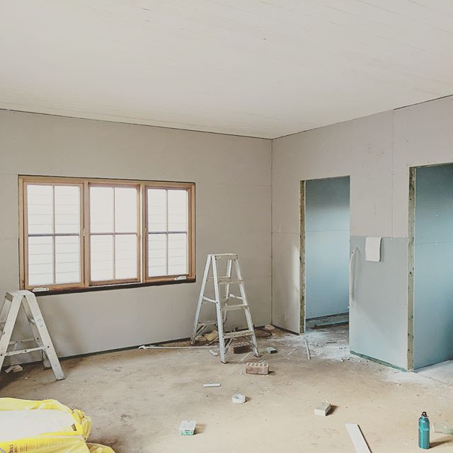 The boys pushing ahead at house 1 crown st development with Gyprock to the master suite walk in and the media room vjoint lining boards to all ceilings #jnvconstructions #custombuilder #southernhighlands #burrawang #design #develop #flip