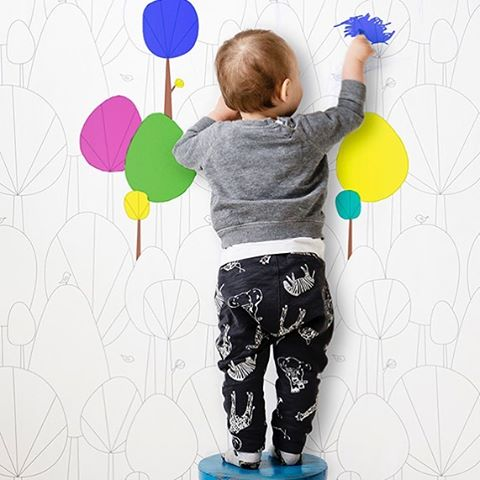 How adorable is this! My wallpaper design HAPPY FORREST is great for coloring😊 credit: @photowall_sweden. Link in bio for my entire Sne design collection. #barnrum #snedesign #wallmural #melohberry #barnerom #børneværelse #kidsroom #nursery #scandi #kinderzimmer #kinderzimmerdeko #chambreenfant #chambrebebe